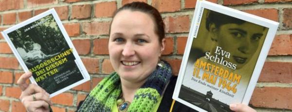 Jana Rogge vom Weimarer Eckhaus Verlag zeigt ihre Messe-Neuheiten. Foto: Peter Michaelis